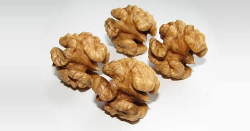 benefici delle noci, alimenti salva cuore