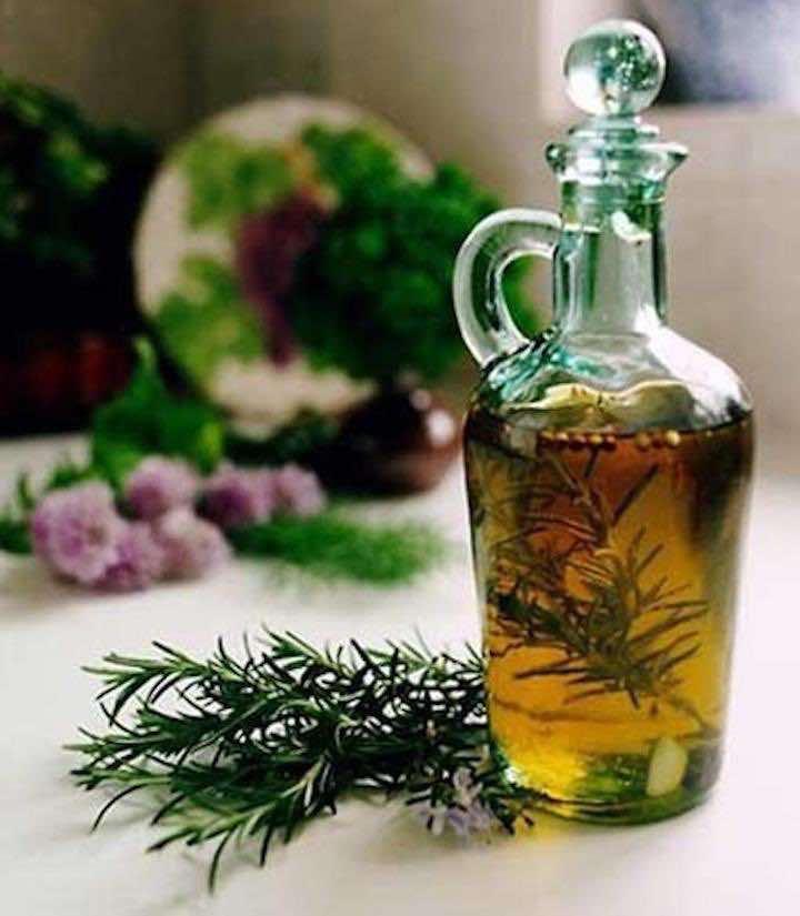 Come si può preparare in casa l'oleolito al rosmarino