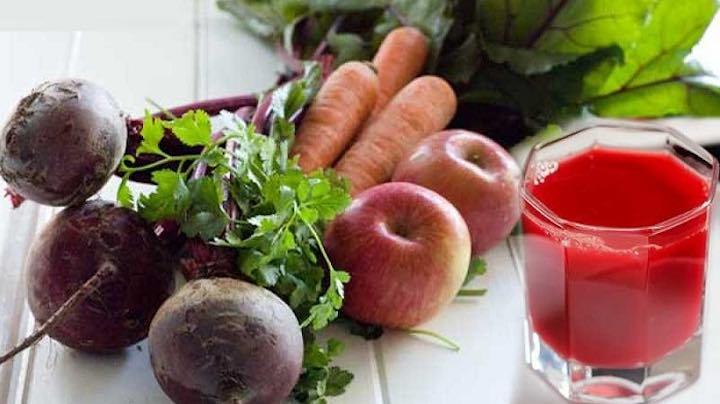 Frullato di barbabietola, carota e mela, la potente bevanda vitaminica che stimola la digestione