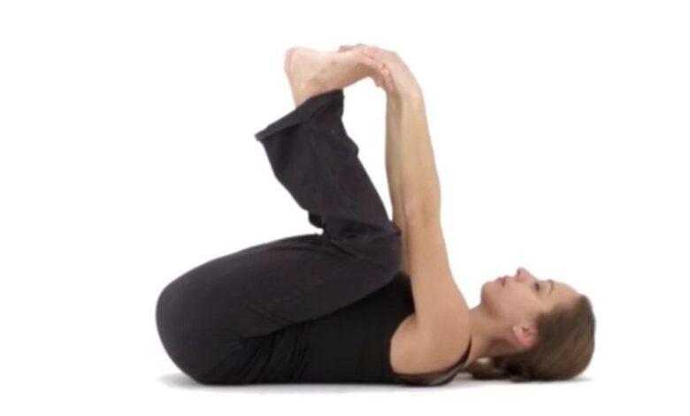 Le posizioni di yoga che aiutano a rilassare l'intestino