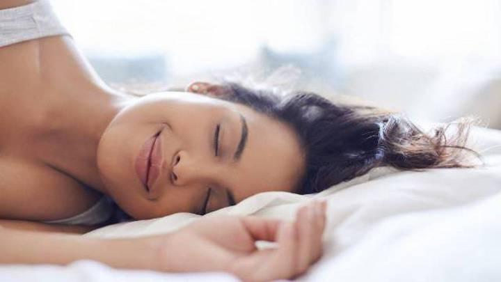Perché dovremmo dormire sul lato sinistro del corpo
