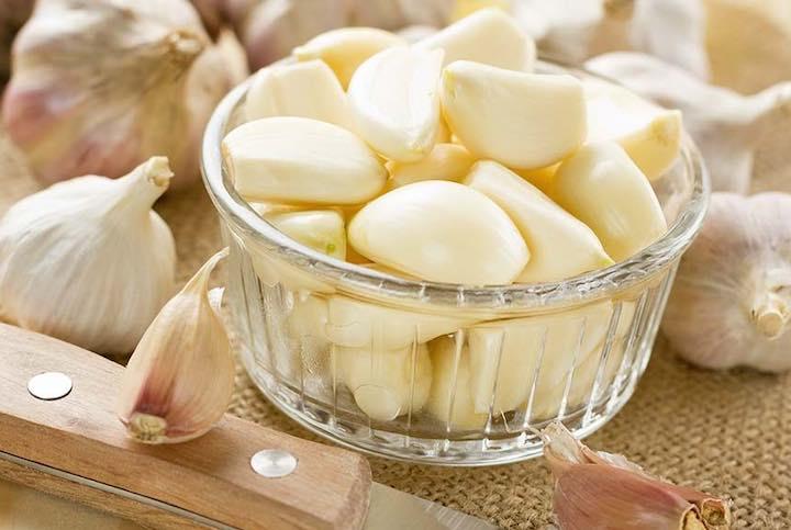 mangiare aglio a stomaco vuoto
