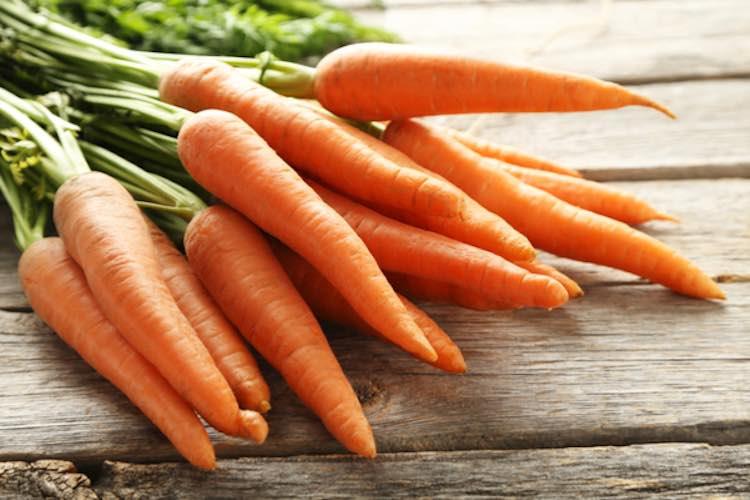 5 alimenti che aiutano a proteggere carrote