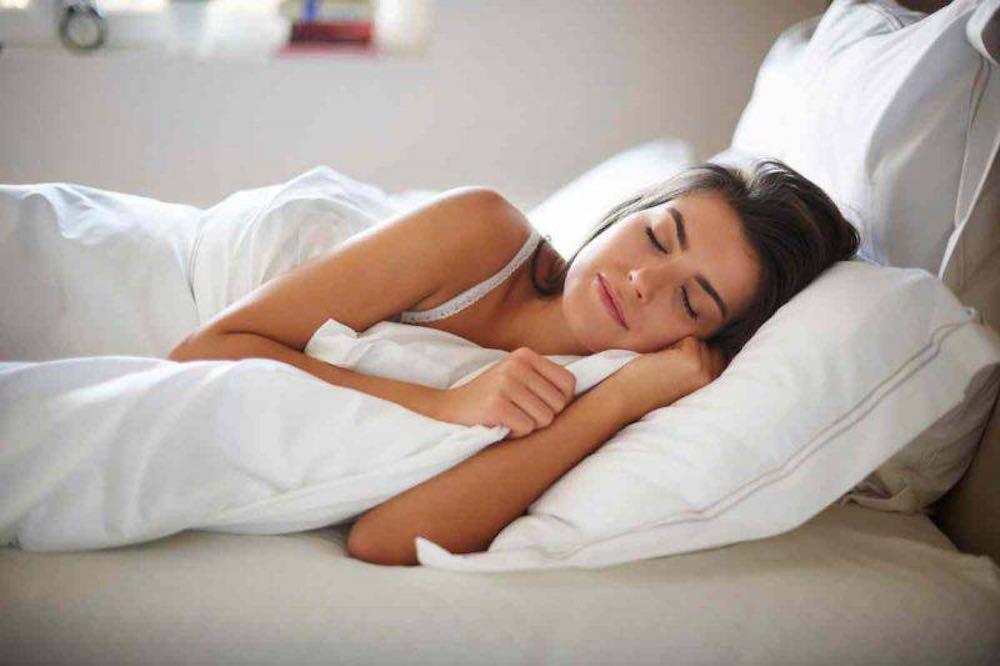 dormire coperta anche quando fa caldo
